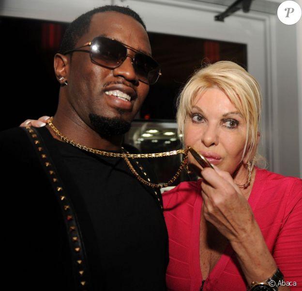 Exclusif - Diddy et son pendentif en or et diamants émerveille Ivana Trump, lors de la soirée d'anniversaire de l'auteur-compositeur Rico Love au restaurant Katsuya, dans l'hôtel SLS. Miami Beach, le 8 décembre 2012.