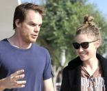 Michael C. Hall et sa compagne Morgan Macgregor à Hollywood le 31 octobre 2012.
