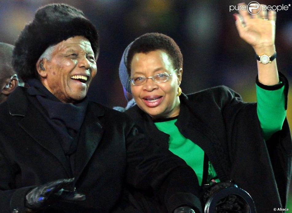 Nelson Mandela et sa femme Graça Machel à Johannesburg, le 11 juillet 2011.