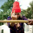 Skylar Grey, bucheronne énervée dans le clip de C'mon Let Me Ride, nom de son nouveau single extrait de l'album  Don't Look Down  dont la sortie est fixée au printemps 2013.