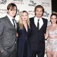 Sam Riley, Kirsten Dunst, Garrett Hedlund et Kristen Stewart assurent la promo de Sur la route lors de la première new-yorkaise du film, le 13 décembre 2012.