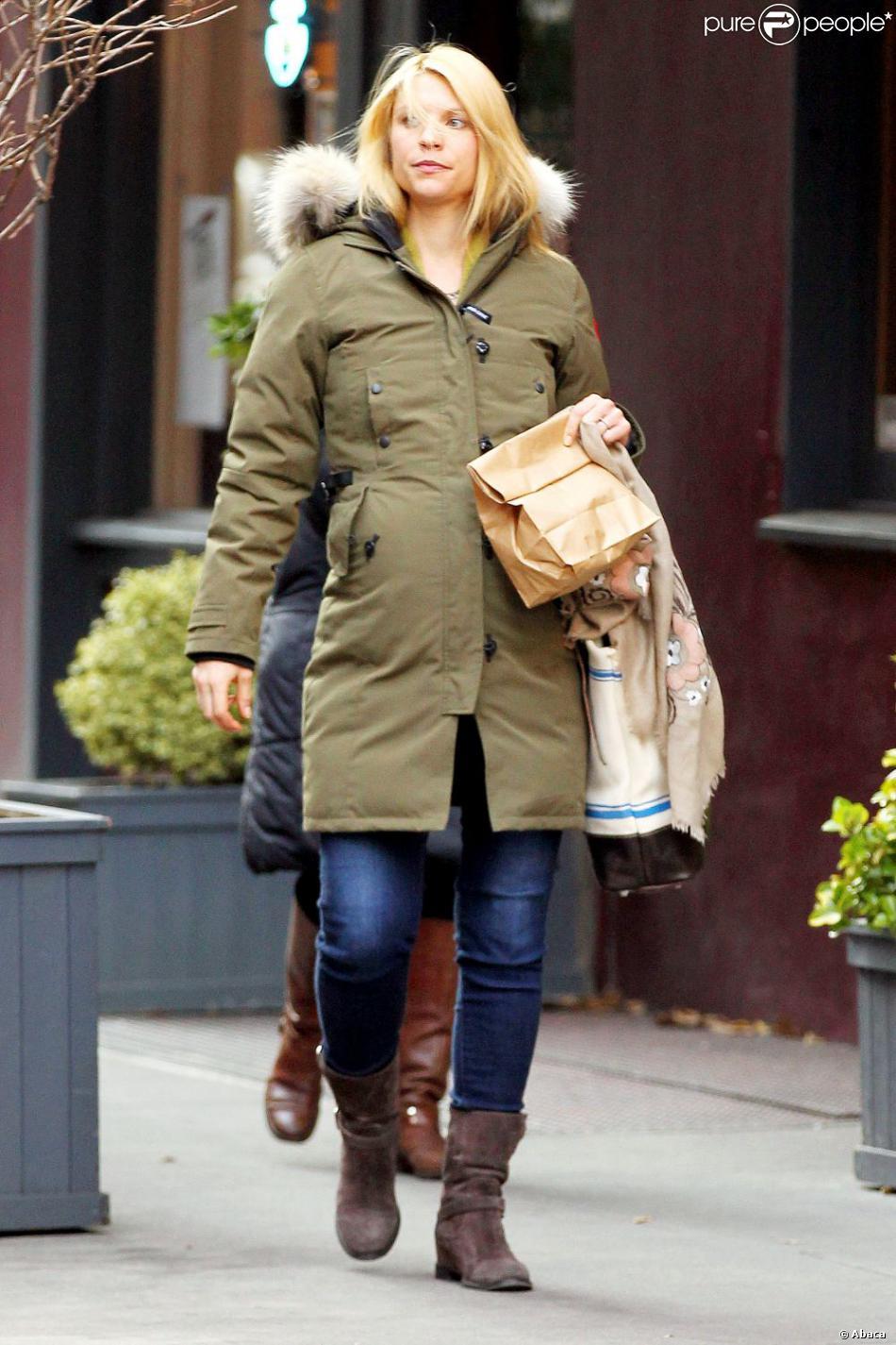 Claire Danes enceinte attend patiemment l'arrivée de bébé en se promenant dans les rues de New York. Le 13 décembre 2012