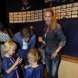 Helena Seger et ses enfants Vincent et Maximilian lors de la présentation officielle de Zlatan Ibrahimovic au Parc des Princes à Paris le 18 juillet 2012