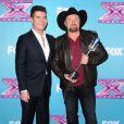 Simon Cowell et le gagnant Tate Stevens le soir de la grande finale de X Factor saison 2, à Los Angeles le 20 décembre 2012.