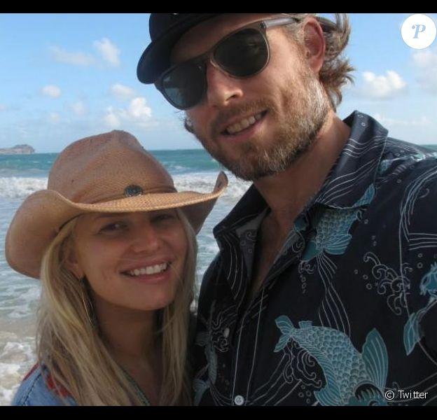 Jessica Simpson et son fiancé Eric Johnson à Hawaï. Photo postée le 26 décembre 2012