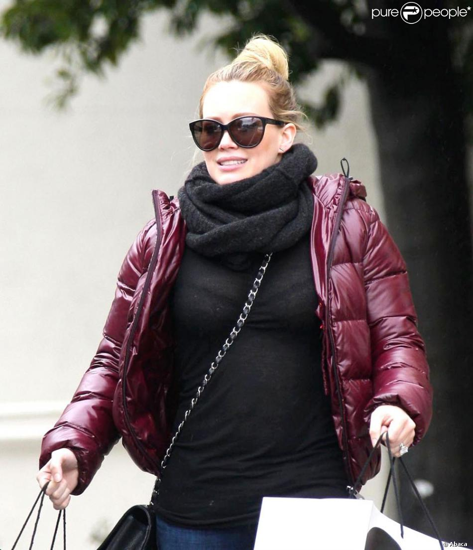 Hilary Duff a fait du shopping à Saks Fifth Avenue à Los Angeles, le 29 décembre 2012.