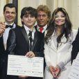 Prince Michael Jr. a remis un chèque en compagnie de sa tante LaToya Jackson lors de la soirée de charité du Jummimüüs Gala au Maritim Hotel de Cologne le 4 janvier 2013