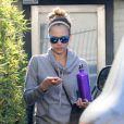 Jessica Alba tente de passer incognito en sortant de sa salle de sport à West Hollywood le 8 janvier 2013