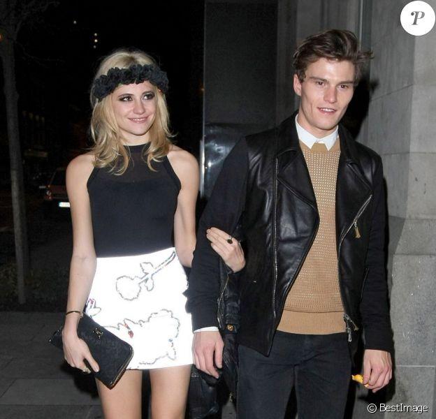 Pixie Lott et Oliver Cheshire arrivent au Rose Bar de Londres le 11 janvier 2013.