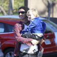Gwen Stefani, Gavin Rossdale, leurs fils Kingston et Zuma, et leur chien, sont allés faire une promenade à Runyon Canyon sur les hauteurs de Los Angeles. La soeur de Gavin Rossdale, Soraya, est venue les rejoindre. Photo prise le 12 janvier 2013 à Los Angeles.