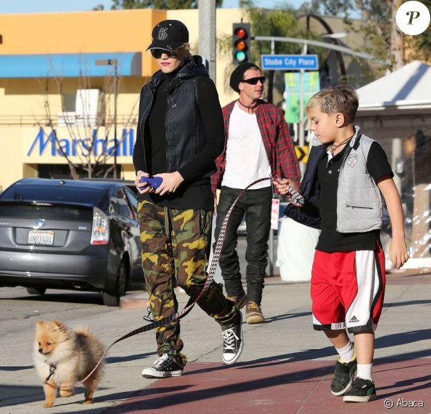 Gwen Stefani, Gavin Rossdale et leurs enfants ont déjeuné au Stout Burgers & Beers à Los Angeles le 12 janvier 2012.