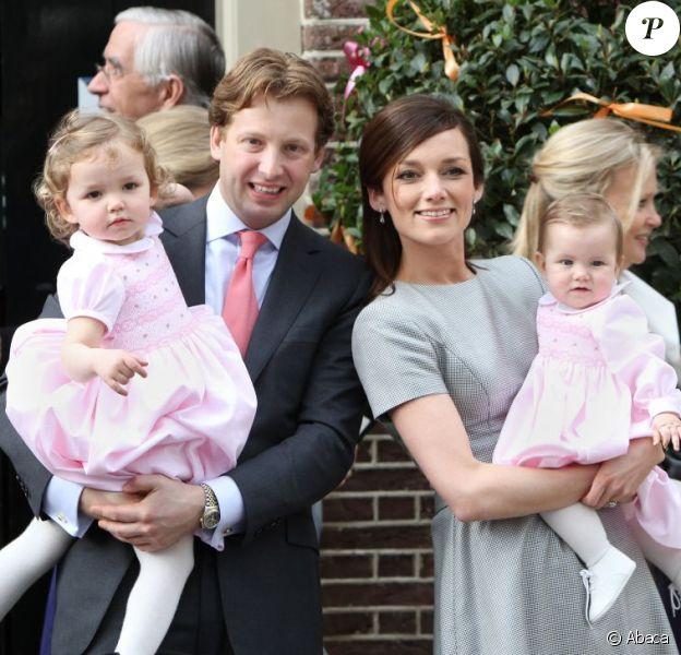 Le prince Floris d'Orange-Nassau et la princesse Aimée avec leurs filles Magali et Eliane lors du baptême de cette dernière le 28 mars 2010. En 2013, le couple attend son troisième enfant, pour le mois de juillet.