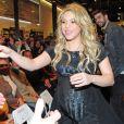 Shakira, enceinte de huit mois, prenait part le 14 janvier 2013 à la Maison du Livre de Barcelone à la présentation du nouveau livre de son père William Mebarak,  Al Viento y el azar , accompagnée de son chéri Gerard Piqué, et en présence de sa mère Nidia Ripoli, de son frère Tonino, et des parents du footballeur du Barça, Joan et Montserrat.
