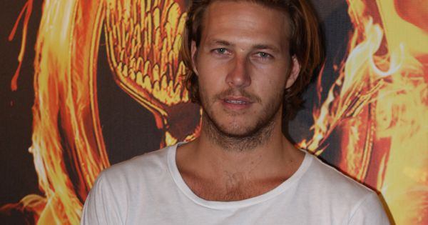 bracey divorced singles Australian actor luke bracey has revealed he wanted to be a rugby unusual auction to celebrate his divorce from wife panther is dating singer.
