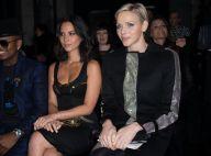 Charlene de Monaco savoure le show Versace avec Kevin Costner et sa femme