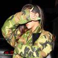 Rihanna se cache le visage en quittant un studio d'enregistrement à Los Angeles où elle retrouvait Chris Brown. Le 17 janvier 2013.