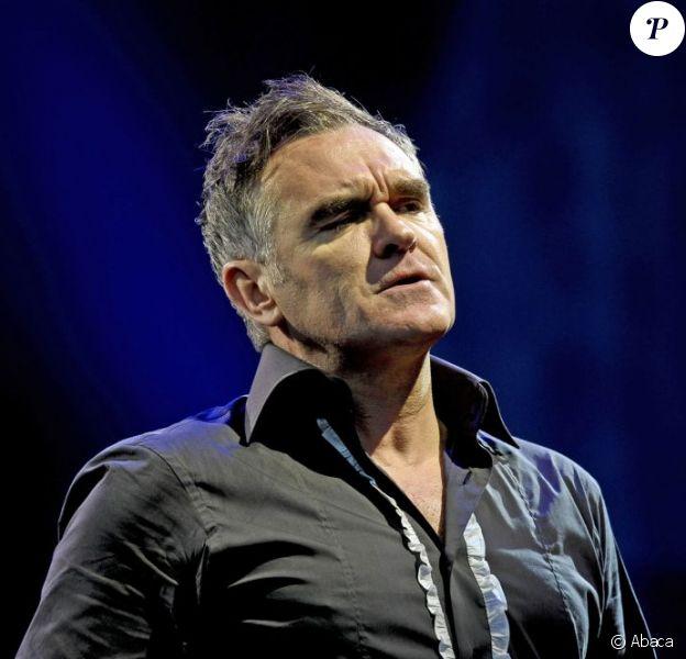 Morrissey en juin 2011 à Glastonbury. En janvier 2012, le rockeur anglais annule plusieurs concerts aux Etats-Unis suite à une mystérieuse hospitalisation.