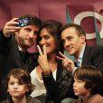 Elie Semoun et Laurie Cholewa lors de la Soirée d'Amélie, organisée par Amélie Mauresmo, qui se tenait au Stade Pierre de Coubertin entre deux journées de l'Open Gaz de France le 29 janvier 2013 au profit de l'Institut Curie, et qui a permis de récolter 68 000 euros