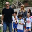 Heidi Klum, son chéri Martin Kristen et ses quatre enfants à l'issue du match de foot. Los Angeles, le 2 février 2013.