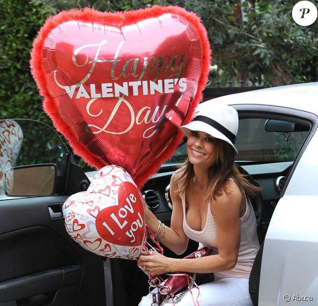La jolie Brooke Burke prépare une belle Saint-Valentin pour son mari David Charvet, le 4 février 2013 à Malibu