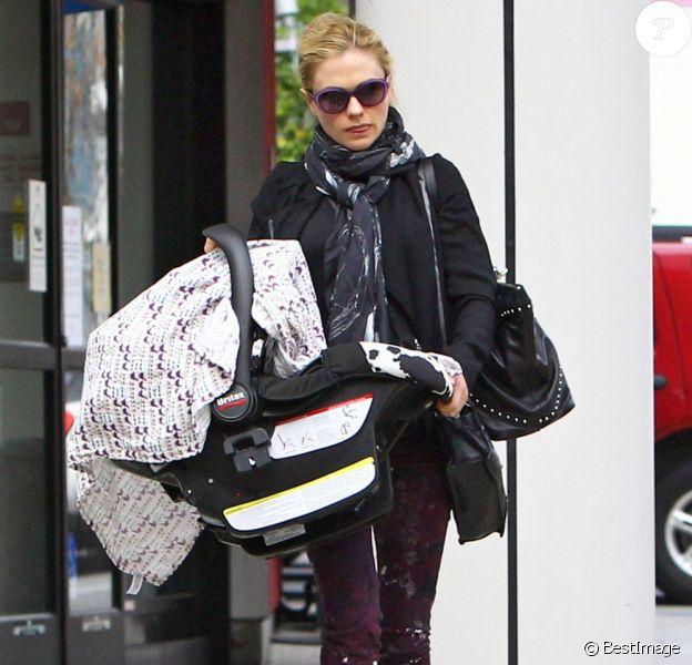 Exclu - Anna Paquin emmène ses jumeaux chez le médecin à Los Angeles, le 7 février 2013.