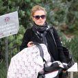Exclu - Anna Paquin avec ses jumeaux chez le médecin à Los Angeles, le 7 février 2013.