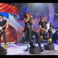 """Shaka Ponk interprète """"I'm Picky""""  lors des Victoires de la Musique, sur France 2 le 8 février 2013."""