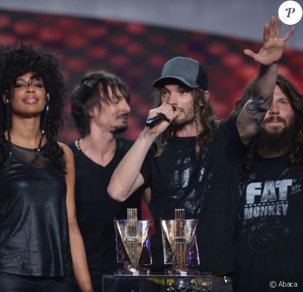 Shaka Ponk remporte le trophée du meilleur spectacle lors des Victoires de la Musique, sur France 2 le 8 février 2013.