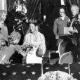 Le roi Carl XVI Gustaf de Suède et Silvia Sommerlath à l'opéra de Stockholm, la veille de leur mariage, le 18 juin 1976.