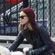 Olivia Wilde avec son chien Paco à Chelsea, quartier de New York, le 16 février 2013