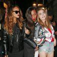 Rihanna, Melissa Forde et Cara Delevingne quittent la boîte de nuit The Box à Londres, le 16 février 2013.