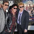 Neal Schon (au centre) et Journey le 8 juin 2012 à Los Angeles.