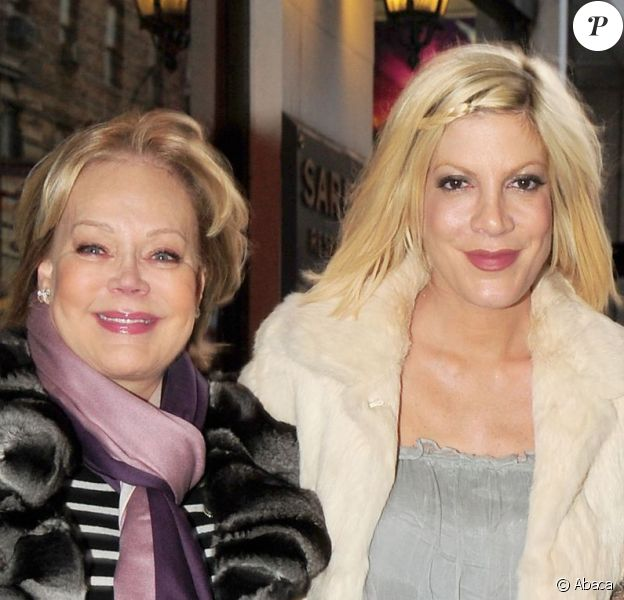 Tori Spelling et sa mère Candy Spelling, à Broadway pour la comédie musicale How to Succeed in Business without Really Trying, à New York, le 3 avril 2011.