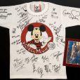 T-Shirt de Britney Spears au Mickey Club, signé par Justin Timberlake, Christina Aguilera, etc.