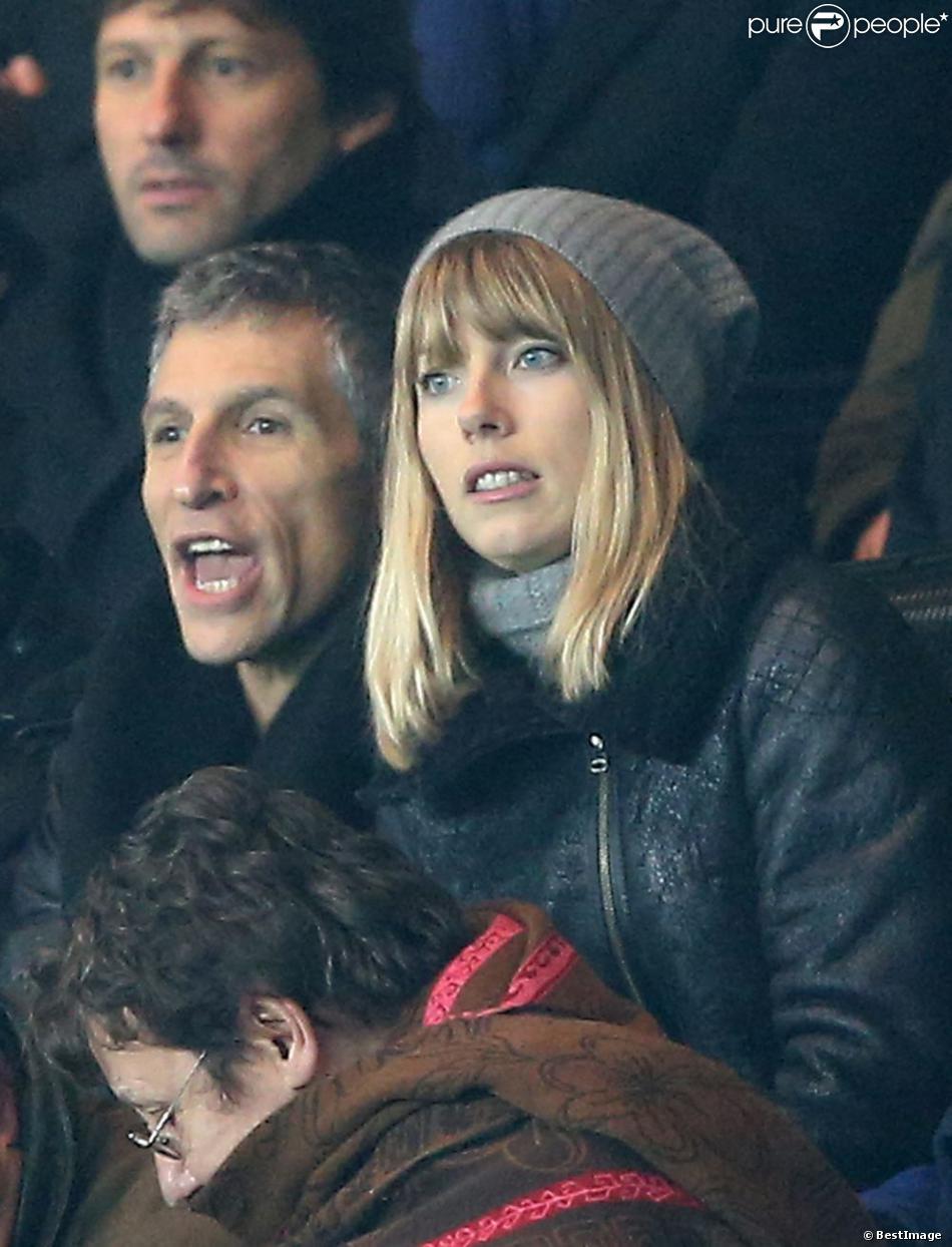 Nagui et sa femme Mélanie Page enthousiastes lors du match entre le Paris Saint-Germain et l'Olympique de Marseille (2-0) le 27 février 2013 à Paris