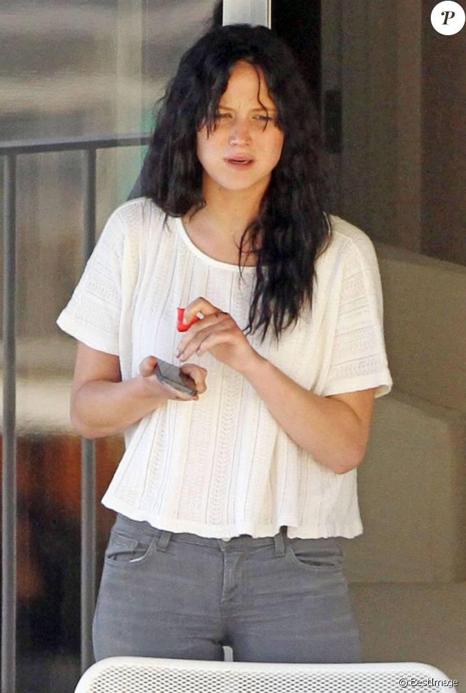 Jennifer lawrence sans maquillage sur le balcon de sa for Chambre d hotel sans fenetre