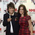 Ronnie Wood et sa jeune épouse Sally Humphries à la cérémonie des NME Awards organisée au Troxy à Londres, le 27 février 2013.