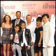 Will Smith, sa famille, Dany Boon et Jackie Chan lors de la première de Karaté Kid le 25 juillet 2010 à Paris