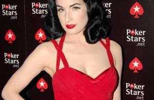 PHOTOS : Dita Von Teese abat ses cartes... C'est très rouge !