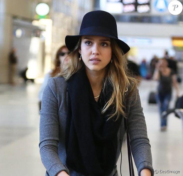 Jessica Alba et sa fille Honor au départ de l'aéroport de Los Angeles à destination de Paris. Le 28 février 2013.