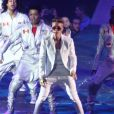 Justin Bieber et ses danseurs en concert à Londres, le 4 mars 2013.