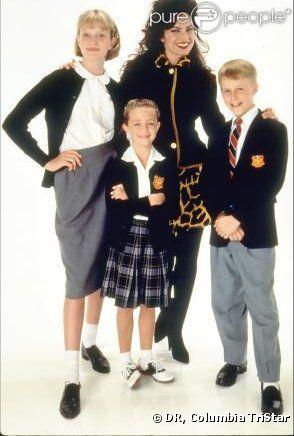 Fran Fine et les trois enfants qu'elle surveille : Margaret, Brighton et Grace Sheffield, dans la série  Une nounou d'enfer