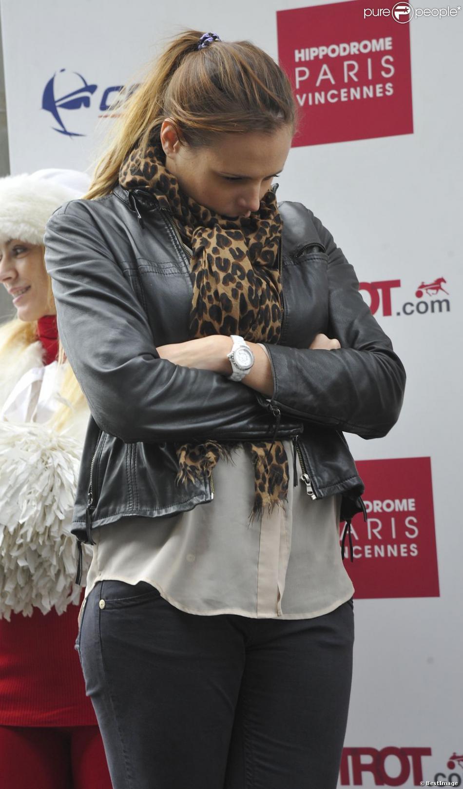 """Laure Manaudou préside la Cérémonie de remise des Trophées """" Casaq Ligue """" à l'hippodrome de Paris-Vincennes. Paris le 2 Mars 2013"""