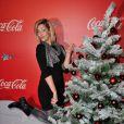 Sheryfa Luna, heureuse, lors de l'inauguration des vitrines de Noël Coca-Cola au Showcase à Paris le 26 Novembre 2012.