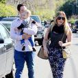 Hilary Duff et son mari Mike Comrie emmènent leur petit Luca à une fête d'anniversaire à Studio City (Los Angeles), le samedi 9 mars 2013.