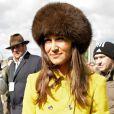 Pippa Middleton a assisté à une course de chevaux à l'hippodrome de Cheltenham, dans le cadre du Cheltenham Festival de Gloucestershire. Le 14 mars 2013.