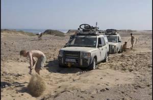 PHOTOS : Le Prince Harry crapahute dans le désert, on est loin de la vie de château !