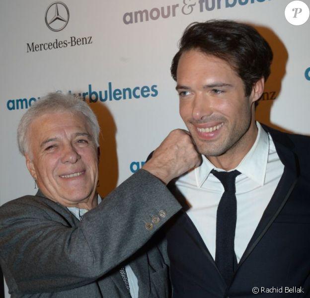 Guy Bedos proche de son fils Nicolas lors d'une soirée Amour & Turbulences au bar-loft Titty Twister près des Champs-Elysées, le 18 mars 2013.