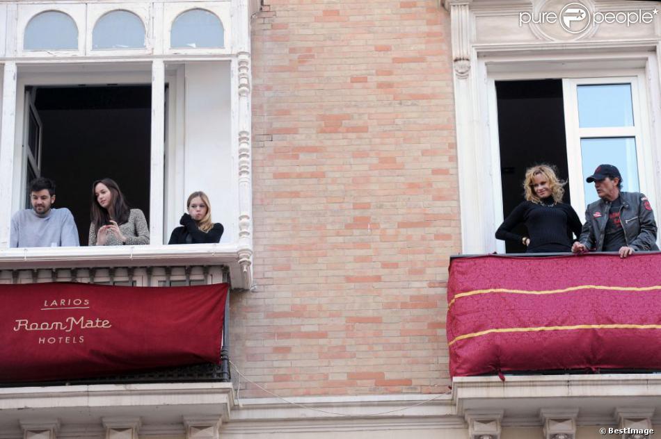 Antonio Banderas et Melanie Griffith assistant en famille à la procession de la semaine sainte de Pâques à Malaga en Espagne le 24 mars 2013