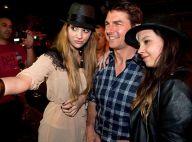 Tom Cruise, entouré de fans pendant que sa fille Suri joue les princesses Disney